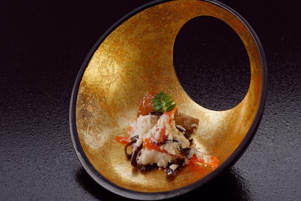 囲炉裏を囲む小料理