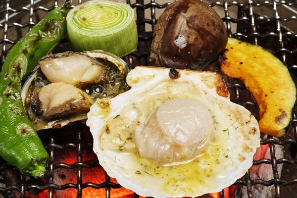 炭火焼のホタテ、野菜
